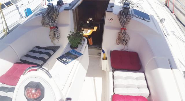 Druna-jedrilica-kokpit-jedrenje-grcka-Disko-Travel