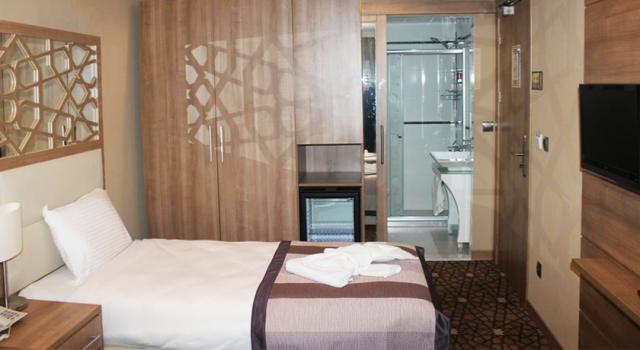 Prens-hotel-Istanbul-smestaj-Disko-Drugar