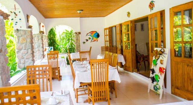 Sejseli-resort-Mahe-Disko-Drugar4