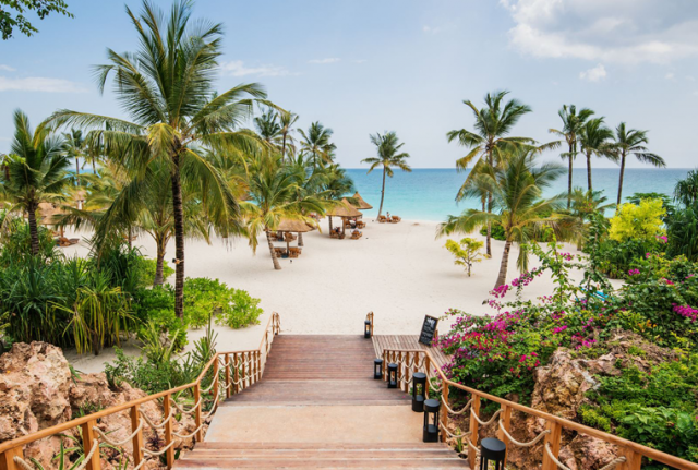 Plaza-Kendwa-Zanzibar-disko-travel